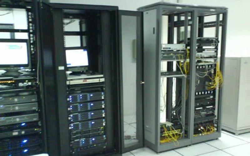 施贝斯电子科技-光纤施工